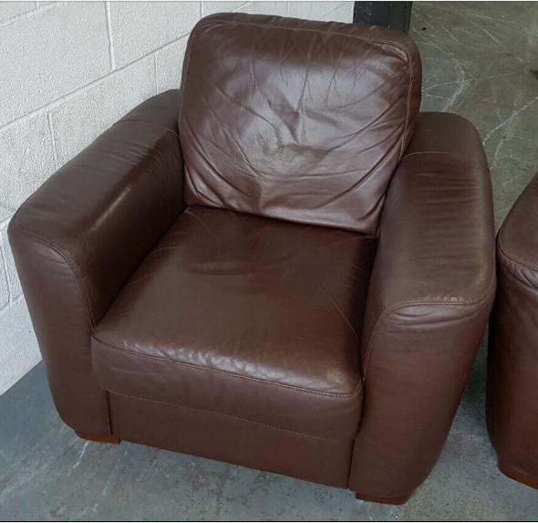 Leather Sofas At Dfs: RRP £1800 DFS 3&2 Seater Brown/Burgundy Leather Sofas.WE