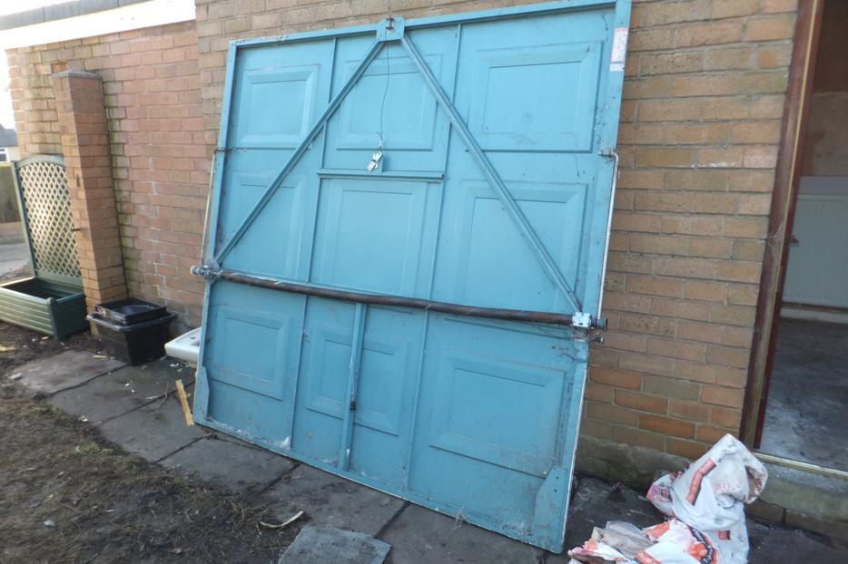 Free scrap 7ft x 7ft scrap metal garage door gornal for 10ft x 7ft garage door