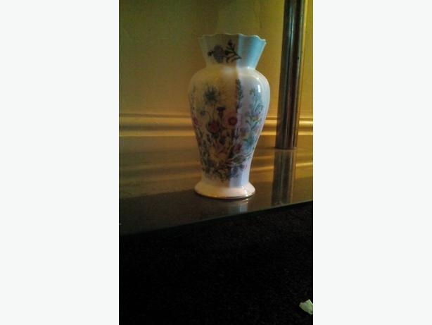 Aynsley vase 7.00