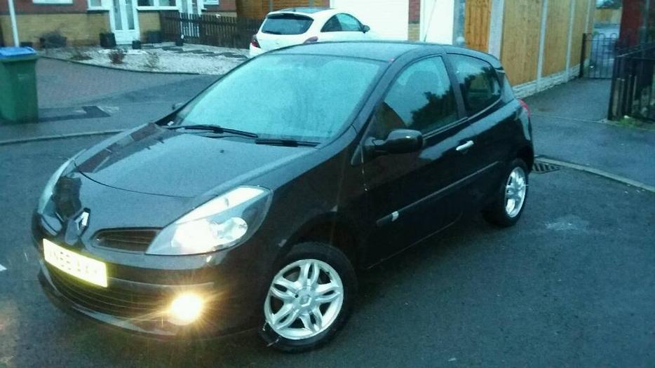 2006 renault clio mk3 1 4 16v dynamique 3dr black low miles motd tipton wolverhampton. Black Bedroom Furniture Sets. Home Design Ideas