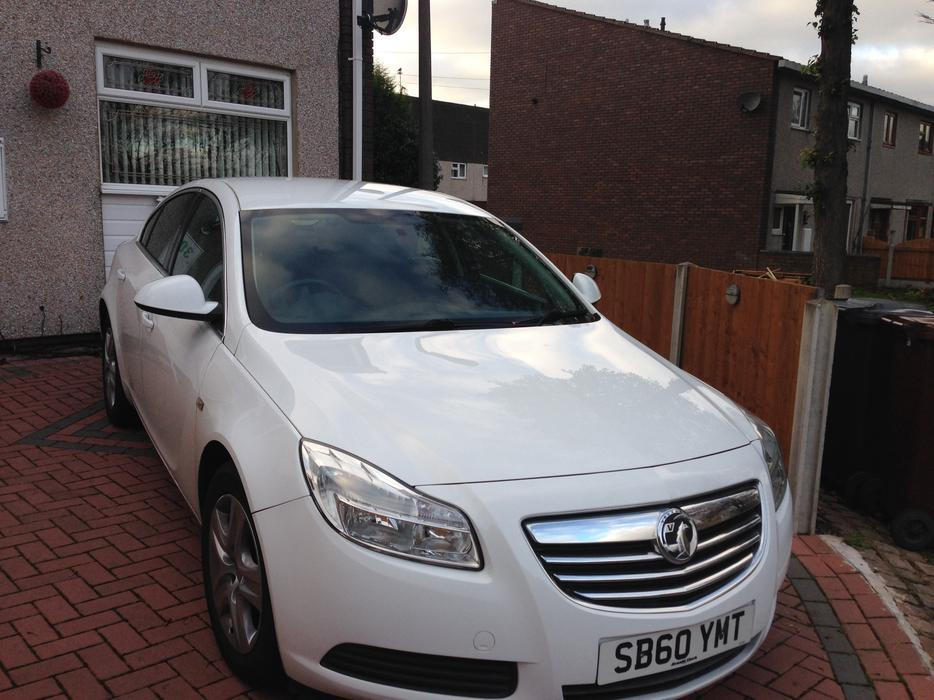 vauxhall insignia 1 8 16v exclusive white wolverhampton wolverhampton. Black Bedroom Furniture Sets. Home Design Ideas