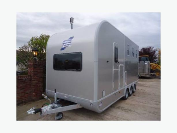 Horsebox Special Ex Display Ifor Williams Tri Axle Eventa L Horse Trailer