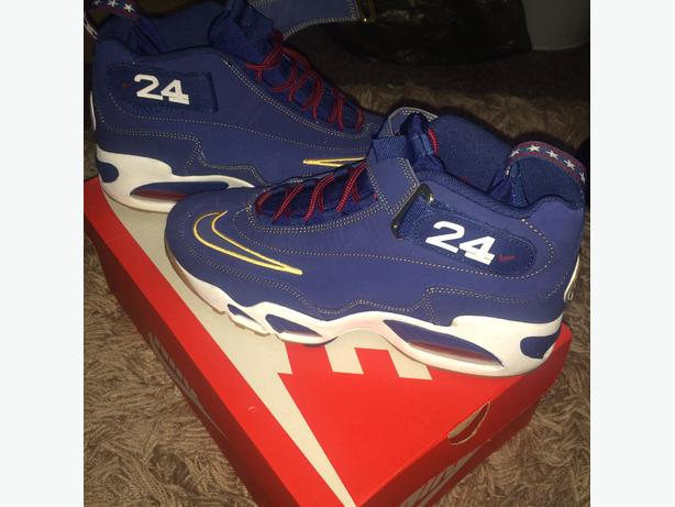 Nike Giffey Trainer Size 9