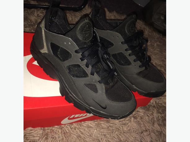 Nike Air Huarches size 9