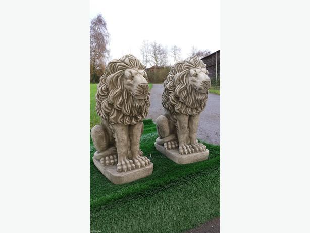 2x garden lions