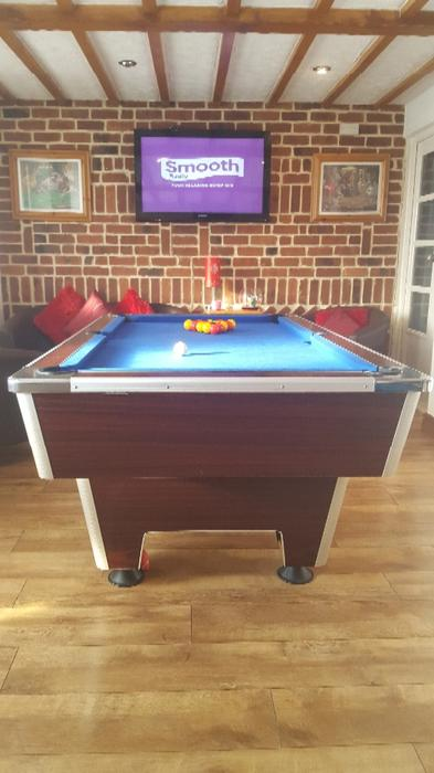 Full size slate bed pool table walsall dudley for Oak beauty pool table