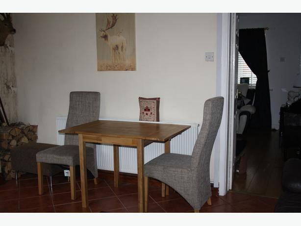 Oak drop leaf table and 2 chairs walsall sandwell - Drop leaf table and chairs uk ...