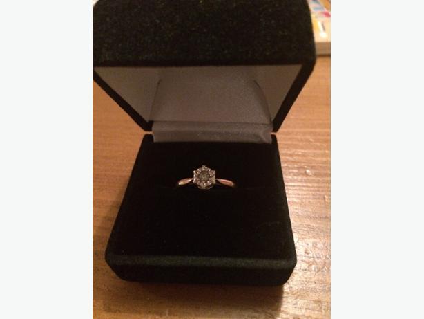 9ct gold genuine diamond .25 tengagement ring wedding ring