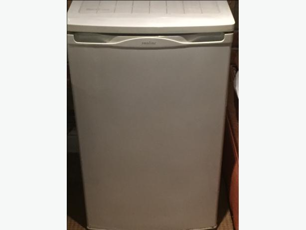 Pro line Fridge Under counter White