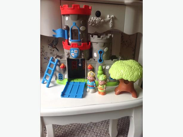 Happyland castle with figures