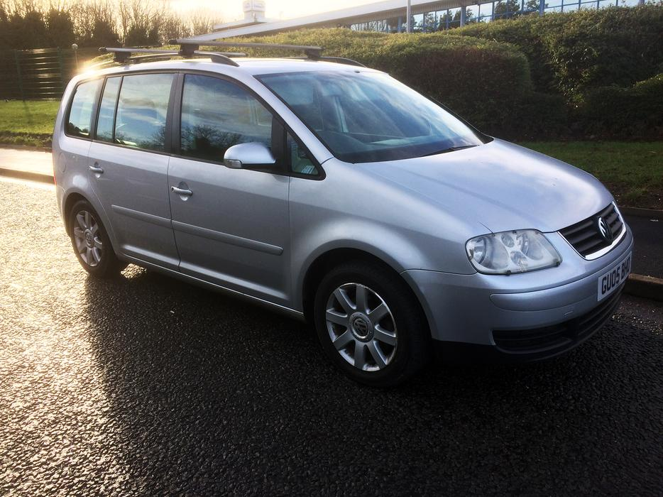 vw touran 2 0 tdi se mpv 7 seater full service history drives like new outside black country. Black Bedroom Furniture Sets. Home Design Ideas