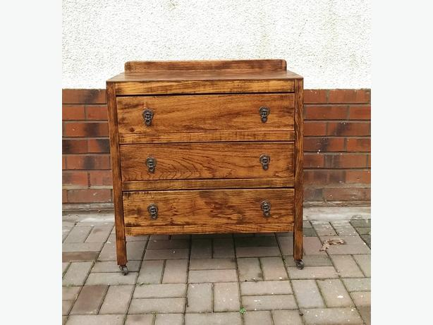 Wooden chest of drawers.