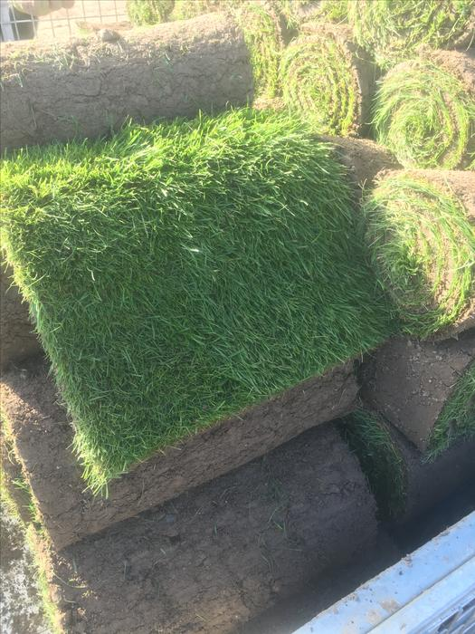 Top quality turf top soil wolverhampton dudley for Quality topsoil