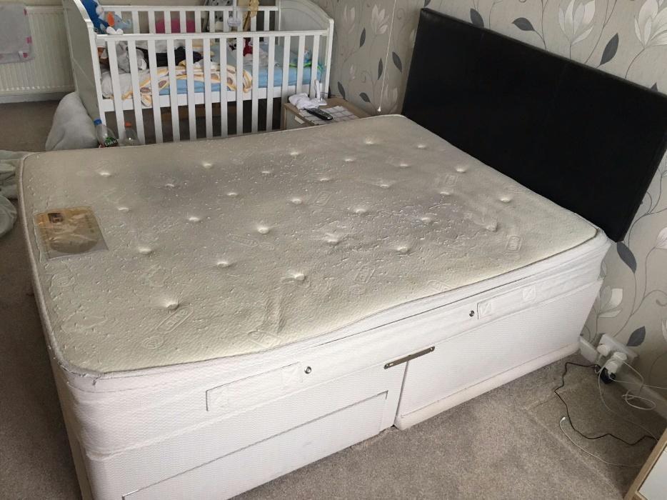 Double divan bed dudley dudley for Divan bed sheet