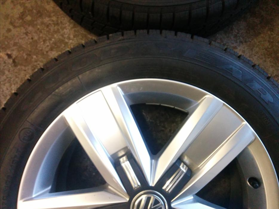 Set Of 4 X Genuine Vw T6 Alloy Wheels And Goodyear Tyres