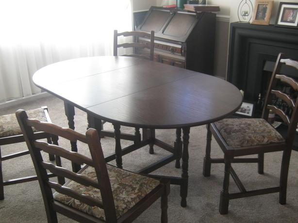 dark wood dining table and 4 chairs 40ono bilston dudley mobile