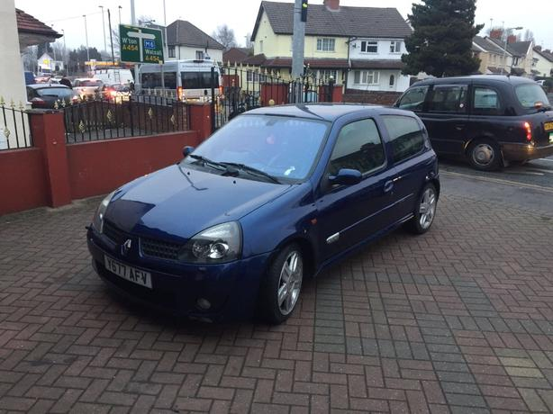renault clio sport not vauxhall ford honda seat cdti tdi diesel vw gti sport willenhall. Black Bedroom Furniture Sets. Home Design Ideas