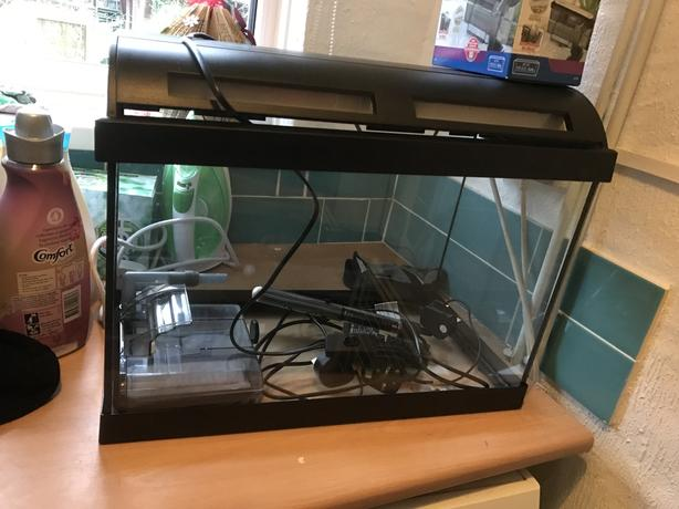 Fish tank wolverhampton dudley for Fish tank with built in filter