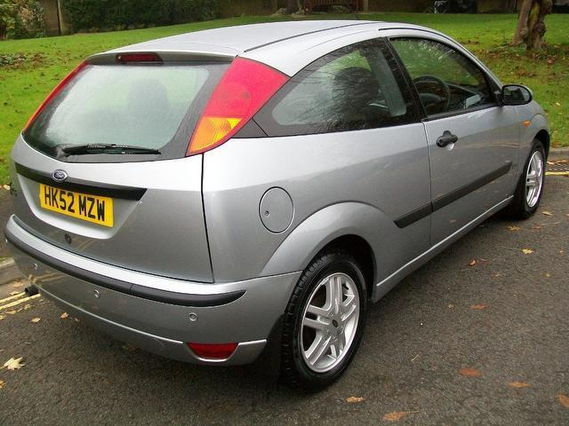 ford focus 1 6 zetec 2003 spares or repairs outside black. Black Bedroom Furniture Sets. Home Design Ideas