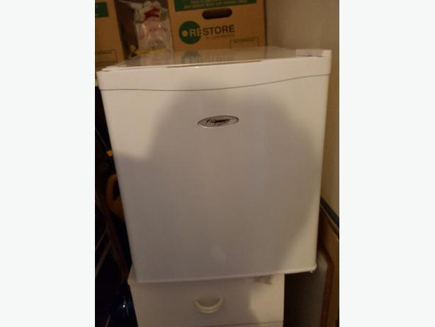 Fridge master table top freezer sandwell sandwell for Table top freezer