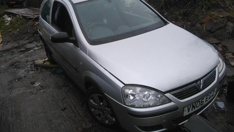 Vauxhall Corsa C 1 4 Sri Breaking For Spare Parts