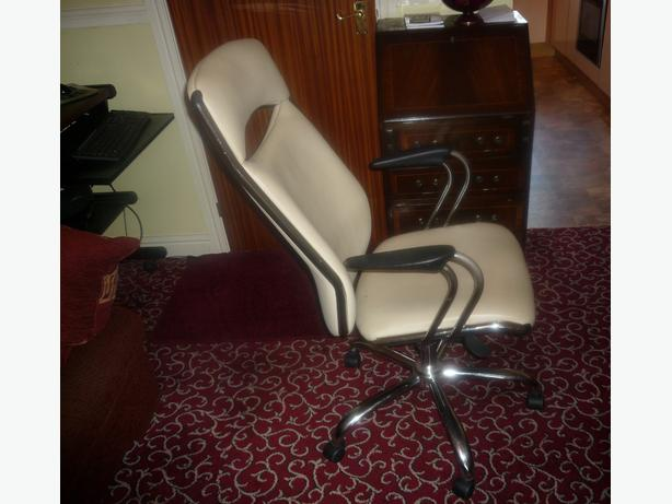 QUALITY GAMING OFFICE COMPUTER CHAIR CREAM AND CHROME SWIVEL ROCKER RECLINER