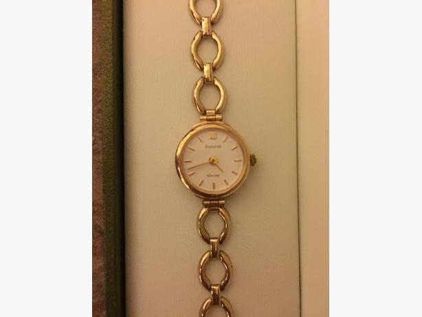 9ct gold accurist gold watch