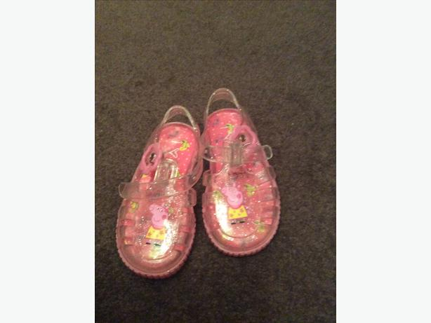 298bf00bb06a Infant size 4 Peppa Pig jelly shoes