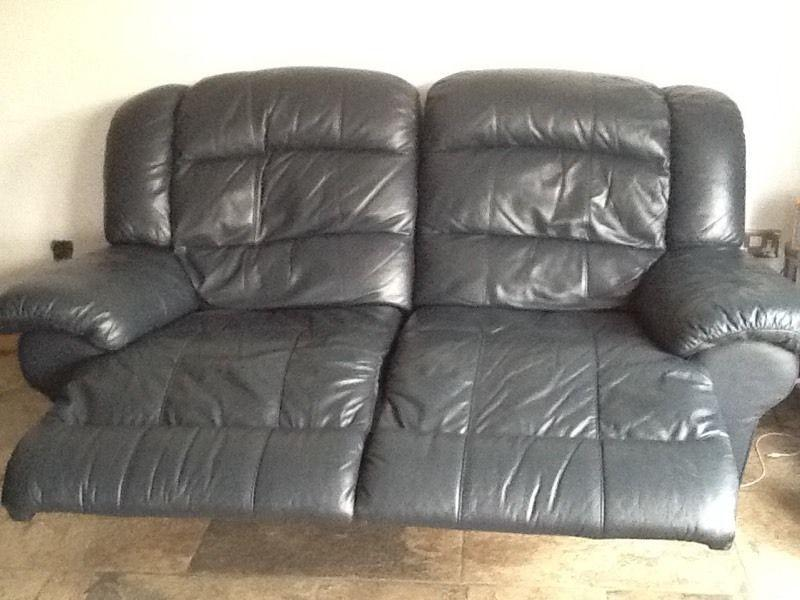 Lazy boyz 2 seater x 2 recliner sofa very comfy very clean cheap sofa set wolverhampton for Really cheap couches