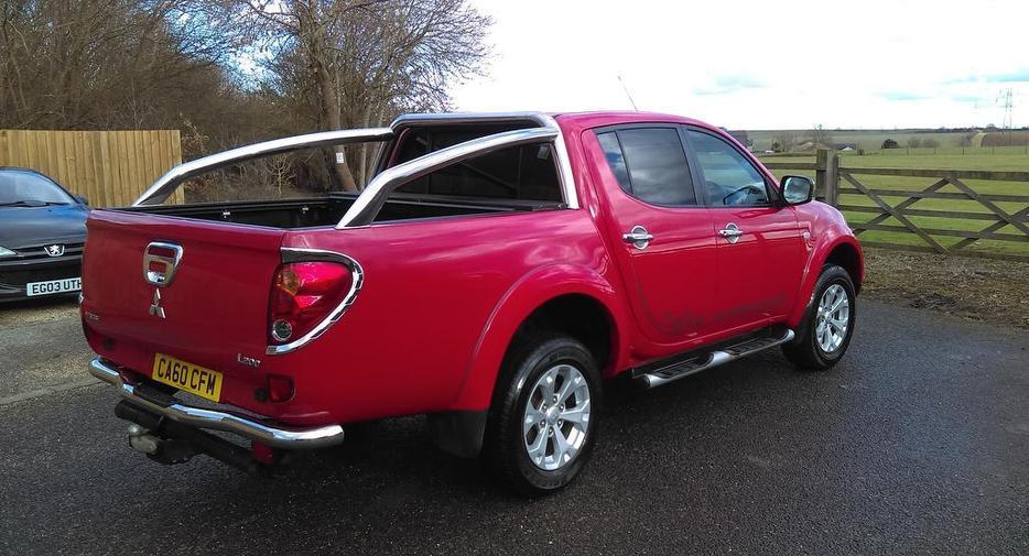 mitsubishi l200 2 5 di d cr barbarian lb double pickup 4wd other  wolverhampton Car Interior Auto Service Manual