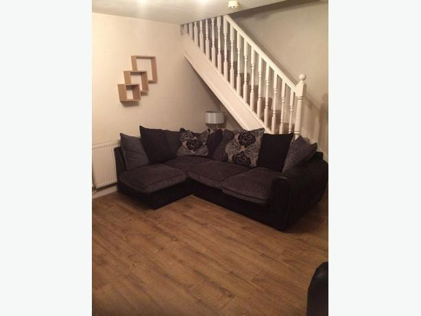 Corner And A 2 Seater Settee Willenhall, Wolverhampton
