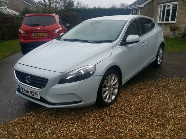 2014 volvo v40 1 6 diesel dudley wolverhampton. Black Bedroom Furniture Sets. Home Design Ideas