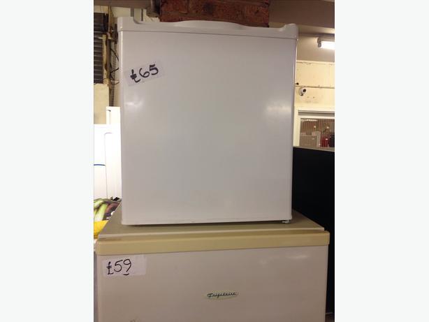 currys essentials counter top fridge white wolverhampton. Black Bedroom Furniture Sets. Home Design Ideas