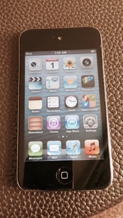 Apple Ipod Touch 4th Generation Fully Working Good