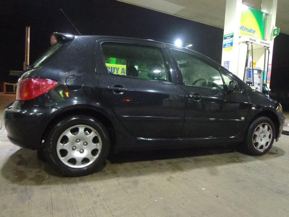 Black 2005 Peugeot 307 1 4 5 Door Mot Feb 2018 Taxed With Delivery Other Black Country Location