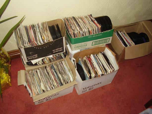 16000  vinyl '45' singles