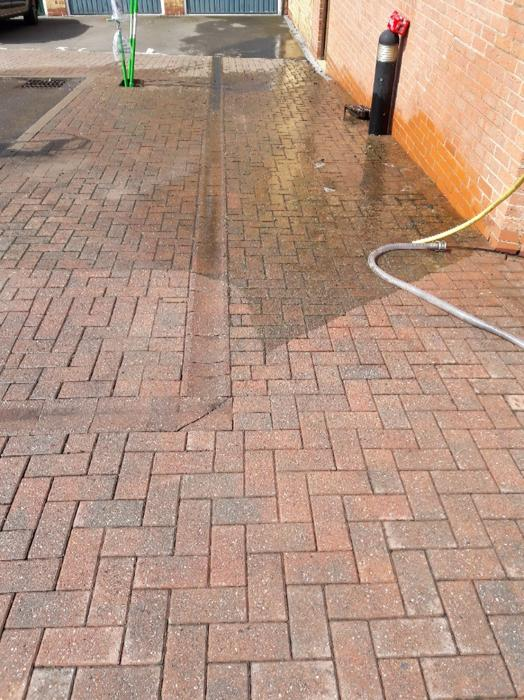 Driveway and patio cleaning bilston dudley for Driveway cleaning companies
