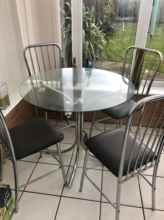 Glass dining table and chairs Oldbury Dudley MOBILE : 106446426934 from www.useddudley.co.uk size 524 x 700 jpeg 64kB
