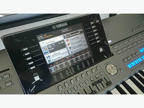 Keyboard Workstation Yamaha Tyros 5 with 76 keys + accessories + warranty