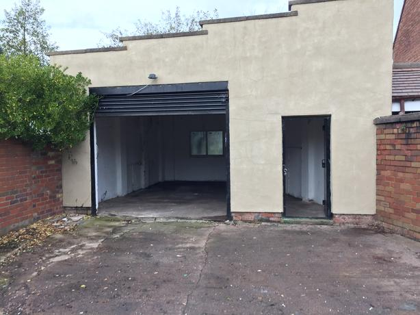 CLEAN UNIT/WORKSHOP/GARAGE WITH YARD TO RENT