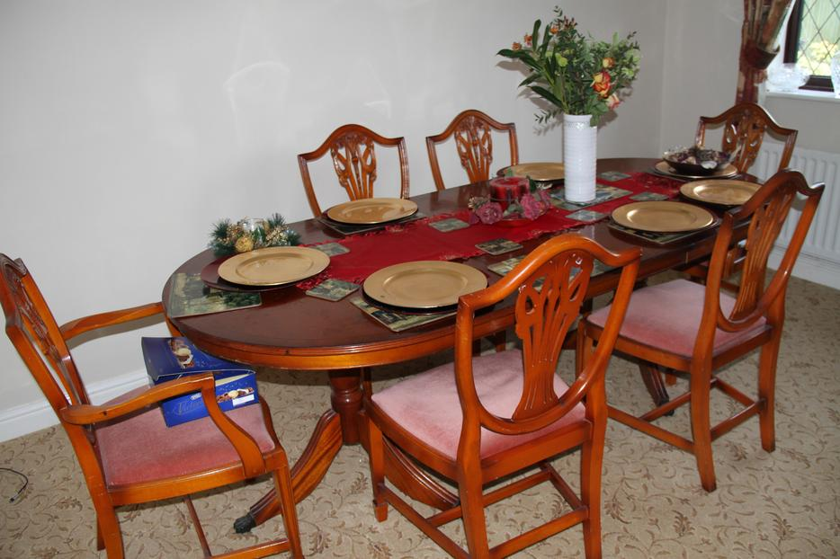 Yew Dinning Room Table And Chairs Stourbridge