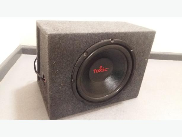 12 inch toxic 1000watt sub with 500 watt amp