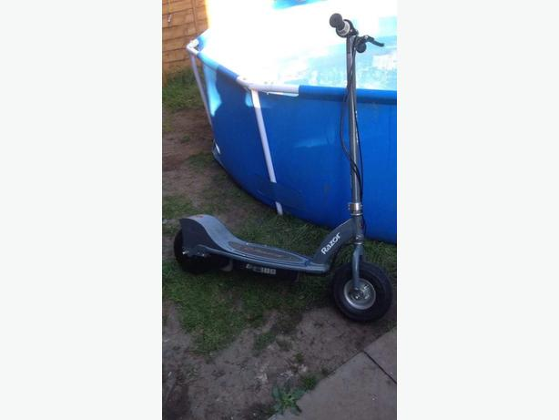 RAZOR ELCTRICK SCOOTER E300 AGE 13+ Goes 15mph PERFECT CONDITION