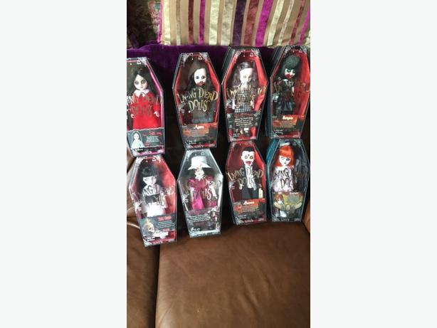 8 living dead dolls