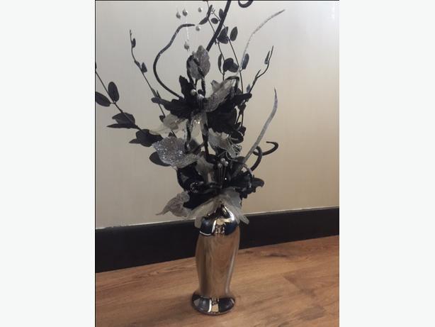 GORGEOUS SILVER VASE & FLOWERS
