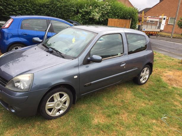 clio 2005 low milage 12mnths mot