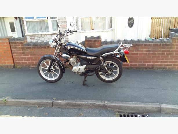 YBR 125 CUSTOM 09 12TH MOT £900 offers plz