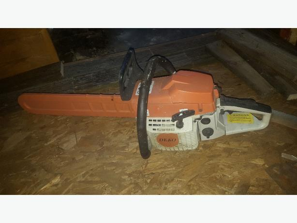 petrol chainsaw...new condition...£40