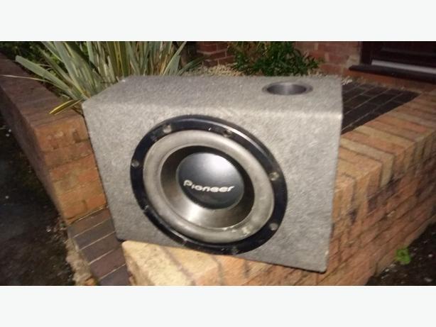 12 inch 1000watt Pioneer sub with vibe amp