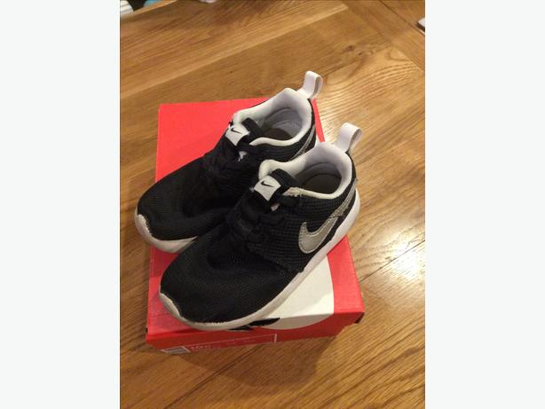 85879bd6243d4 Nike Roshe One boys trainers infant size 9.5 Sedgley, Sandwell
